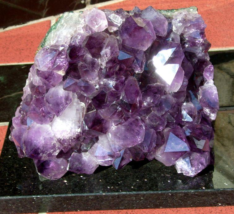 Gambar keempat adalah batu kecubung atau Amethis yang berasal dari ...