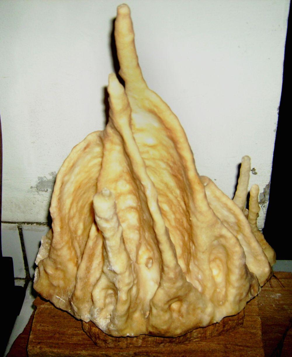 Gambar keenam adalah jenis batu kapur stalaktit, yang diperoleh dari