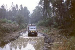 Melewati kubangan lumpur